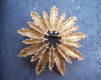 Vintage Jewelry Starflower Avon Brooch 1972 with bonus textured chunky link 18 inch chain Gold Tone