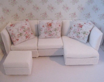 Dollhouse sofa, modern sofa, rosebud  coloured pillows, mini sectional, sectional. This is a twelfth scale dollhouse miniature
