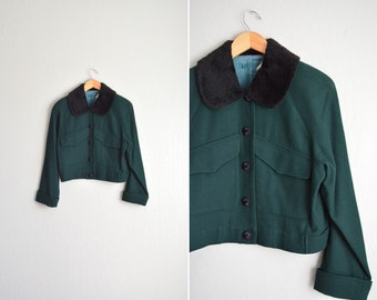SALE / vintage '80s/'90s forest green wool cropped jacket with contrast FAUX FUR collar. size l.