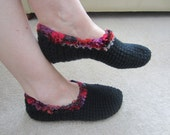 Elegant Beautiful Soft And Warm Adult Black Slippers With Multi color Red Trim Size 6.5 -7.5
