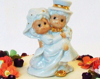 Vintage Wedding Cake Topper Small Groom Carrying Bride White Ceramic Gold Metallic Trim Little Cute Bridal Shower Decor Top Hat