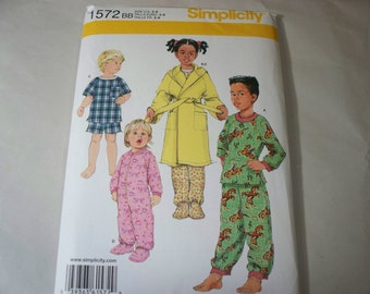 New Simplicity Childs' Sleepwear Pattern, 1572  (BB)(3-4-5-6) (Free US Shipping)