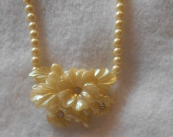Vintage Beads Flower Necklace Pearly plastic or Lucite?