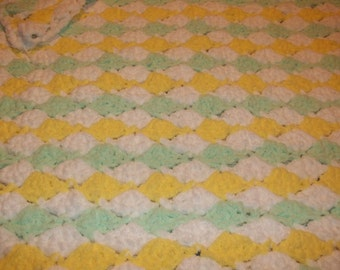 A-1312 Baby/Toddler Shell Afghan