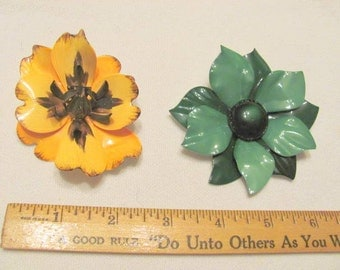 Retro Hippie Flower Pins, 2 enamel 60s pins for summer