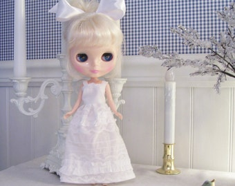 Sweet White Sundress for Blythe, Momoko, or Tangkou Dolls