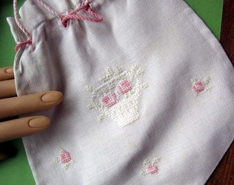 Vintage Creamy Linen  Embroidered Hanky/Handkerchief Keeper Bag Purse