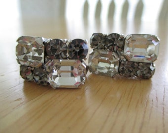 vintage costume jewelry  / rhinestone clip back earrings
