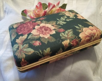 Stunning Vintage Women's Green Floral Jewelry Box / Case - Mad Men - Vanity - Shabby Chic