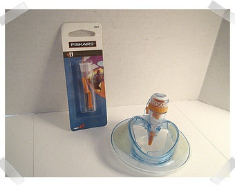 Fiskars Shape Cutter and extra Blades Included**/Craft Tools/ Craft Supplies*