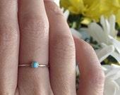 3mm petite Pierre Turquoise empilant l'anneau en argent Sterling - empileur Micro ultra mince avec lisse, martelé, entaillé ou vieilli bande