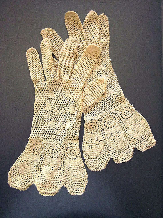 Victorian Antique Lace Gloves Hand crochet Downton Abbey Style