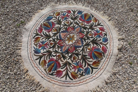 ft diameter round wool felt kashmir hand by blueteddy on etsy, round kilim rug