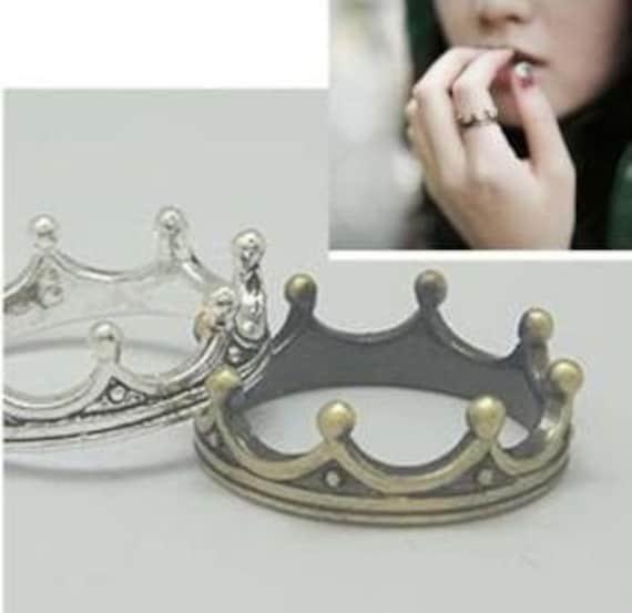 Antique bronze crown ring
