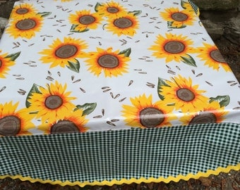The Van Gogh tablecloth with huge sunflowers