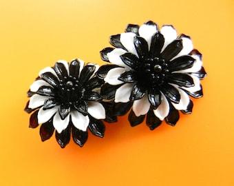Fantastic Earrings 1960 original - 3D flowers in black and white acrylic -clips Earrings very glam- Art.209/3--