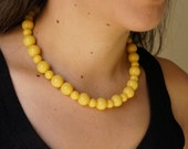 Chunky Vintage Style Yellow Bead Necklace