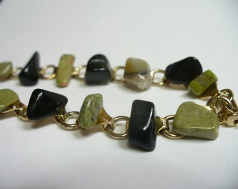Vintage natural green & black stone bracelet - gold tone links - 7 inches long - vintage costume jewelry