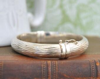 VINTAGE FIND sterling silver light weight bangle bracelet