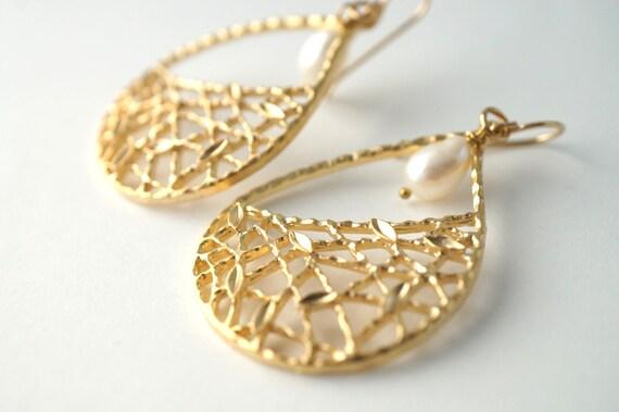 Golden Trellis Chandelier Earrings with Freshwater Pearl, FIligree Earrings, Gold Lace Earrings