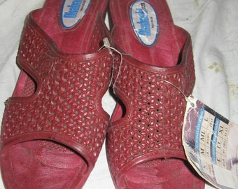 Vintage 80s Okabashi red rubber sandals sz med    new