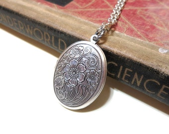 Silver Floral Locket Necklace - Antiqued Silver Etched Oval Locket - Victorian -