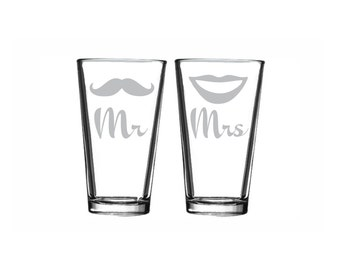 2 Wedding Gift - (PAIR) Mr and Mrs Drinking Glasses Beer Glass Toasting Glasses Tall Cocktail Glass Bride and Groom Gift