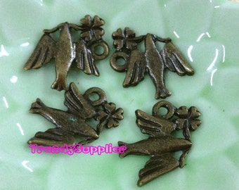 Antique Brass Lovely Pigeon with Clover Charm, 4 pcs