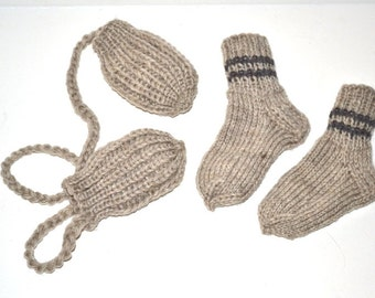 Hand knit baby soft wool no thumbs mittens and socks light gray 12m-18m Fisherman wool Made in USA Colorado
