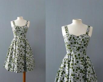 Vintage 1950s dress. 50s cotton dress. atomic print green full skirt dress