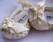 SALE Gold baby shoes girls wedding shoes girls gold Christmas shoes sandals toddler girl shoes gold  shoes - Golden Girl Sandals
