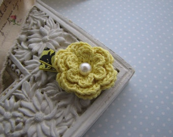 Lemony . crochet flower . hair clippie . toddler hair accessory