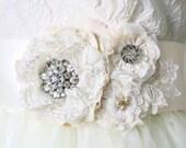Lace Bridal Sash, Ivory White Wedding Dress Sash, Bridal Sash Flowers, Vintage Rhinestone Sash, Fabric Flower Sash, Floral Bridal Belt