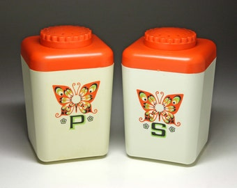 Vintage Butterfly Picnic Salt and Pepper Shakers - circa 1960's
