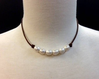 Simple Jewelry - Natural Leather and Pearl Necklace - Everyday wear - Nicole