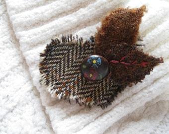 Harris Tweed Fabric Heart shaped Jewelry Brooch. 'Mull of Kintyre' Fashion Accessory Pin. Scottish Tweed Brooch. Bridesmaid Gift