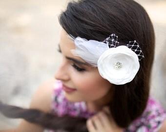 Wedding hair flower - Bridal hairpiece - Bridal fascinator - Ivory hair flower - Bridal hair flower - Flower hair clip