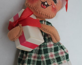 Annalee Doll Christmas Mouse with a Present - Retired Collectible Christmas Doll
