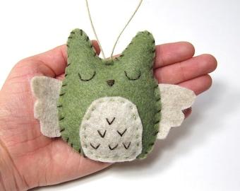 Personalized Christmas Ornament, Owl Christmas Ornament, Felt Owl Ornament,  Rustic Wedding Favor, Woodland Ornament