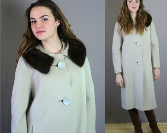 Vintage 1950s Beige Wool with Mink Collar