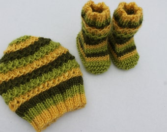 Ridge Baby Beanie and Booties Set. 0 - 3 months