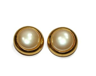 Vintage Circle Pearl Center Clip on Earrings