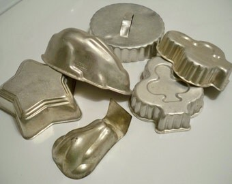 Food Molds and biscuit cutter - Vintage kitchen utensil  Lot of 6 - cheesegrits