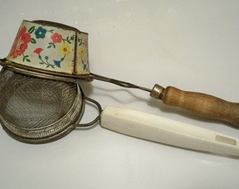 Sifters / strainer with handle - Lot of 2 vintage kitchen collectible - cheesegrits