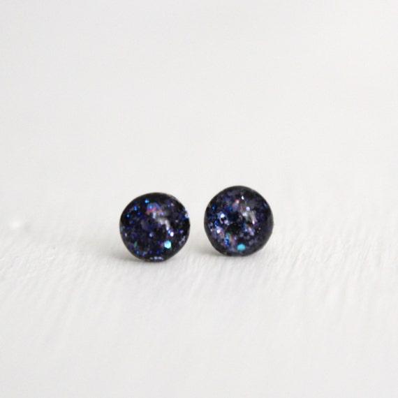 tiny globe earrings in moonlight - 5mm - blue black round resin glitter earrings