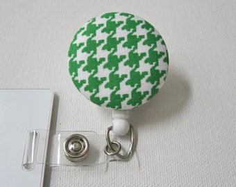 Swivel Clip Badge Reel in Clover