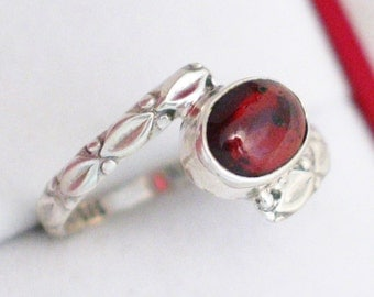 sz 9.25 red garnet gemstone ring / band oval cut solitaire cabochon 925 sterling silver setting