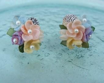 SALE Vintage Shell Flower Earrings