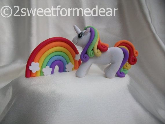 Rainbow colored unicorn cake topper with FREE pretty rainbow