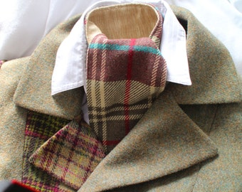 Ladies wool Tweed Cranachan cravat lined with pure silk.